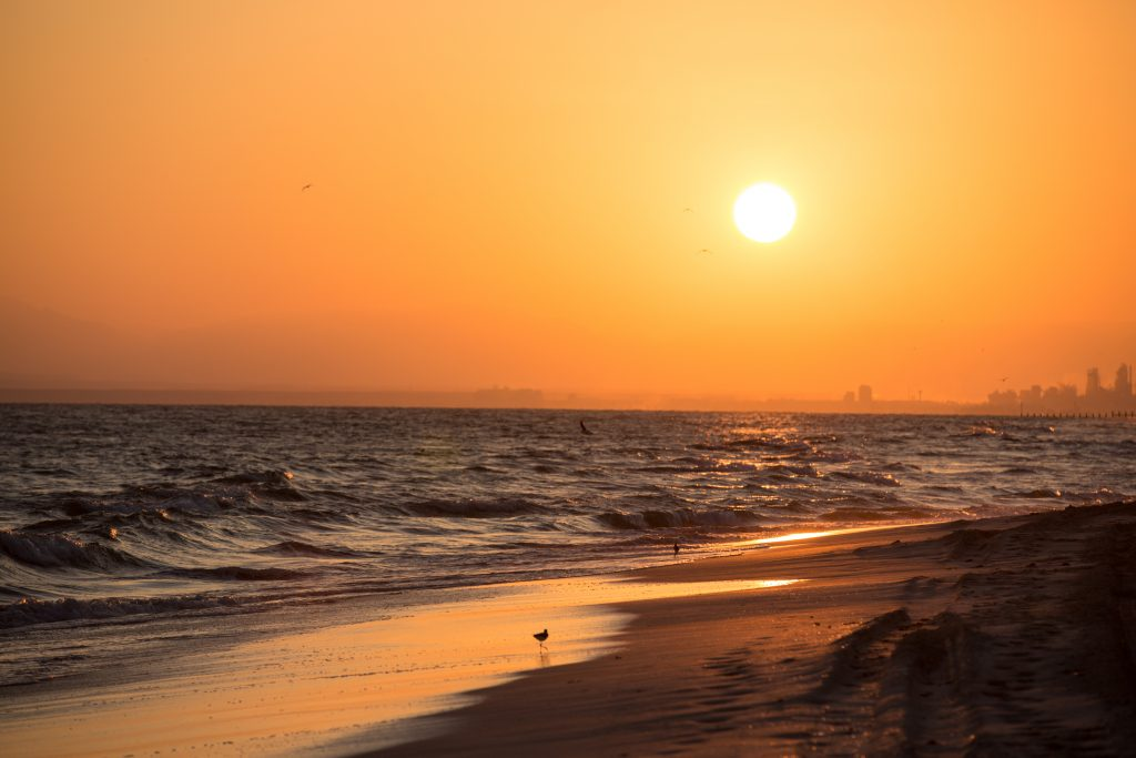 Ondergaande zon bij de Arabische Golf